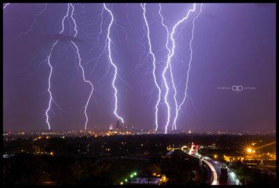 Skyline-Lightning copy.jpg