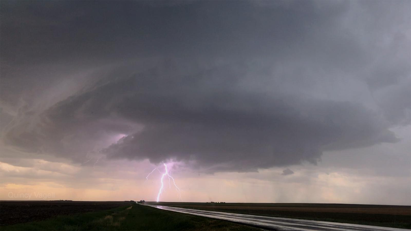 lightning0.jpg