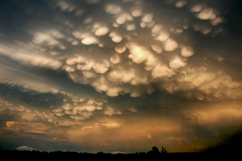 Topeka mammatus clouds resized.jpg